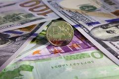 Чеканьте один рубль и европейца и валюту США Стоковые Фотографии RF