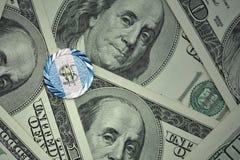 чеканьте с знаком доллара с национальным флагом Гватемалы на предпосылке банкнот денег доллара Стоковое Фото