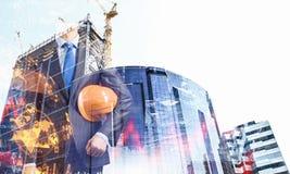 Человек архитектора и его проект Мультимедиа стоковые фото