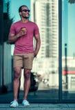 Человек Афро американский в городе Стоковые Фото