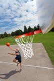 человек баскетбола счастливый играя старший Стоковая Фотография RF