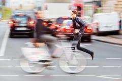 Человек бежит сверх улица стоковая фотография rf