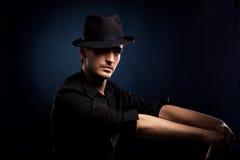 человек взгляда шлема гангстера сигары Стоковая Фотография RF