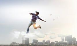 Человек в виртуальном шлеме Мультимедиа Стоковые Фото