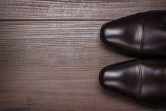 Человек в коричневых ботинках Стоковые Фотографии RF