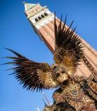 Человек в костюме на Венеции carneval 2018, Италия Стоковое фото RF