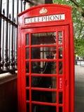 Человек в красной будочке телефона, Лондон Стоковое фото RF