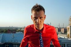 Человек в красной рубашке Стоковые Фото