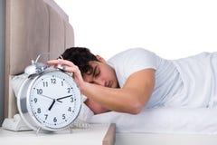 Человек в кровати страдая от инсомнии Стоковое фото RF