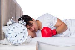 Человек в кровати страдая от инсомнии Стоковые Фотографии RF