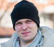 Человек в крышке и шарфе стоковая фотография