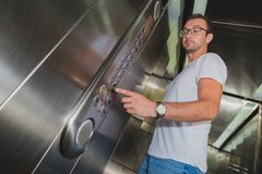 Человек в лифте стоковые фото