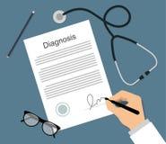 Человек в медицинской форме подписывает documen диагноза Стоковое Фото
