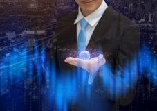 Человек глобального бизнеса держа планету земли на руках схематический стоковые фото