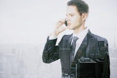 Человек говоря на телефоне Стоковое Изображение