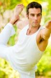 Человек делая йогу Стоковые Изображения RF