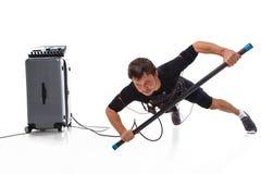 Человек делая одну планку руки с EMS Стоковое фото RF
