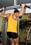Человек делая тренировку спортсмена стоковое изображение rf