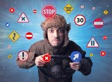 Человек держа рулевое колесо Стоковые Изображения