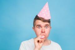 Человек дурачка шальной выражение счастливое Концепция дня дурачков в апреле Стоковые Фотографии RF