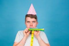 Человек дурачка шальной выражение счастливое Концепция дня дурачков в апреле Стоковые Изображения RF