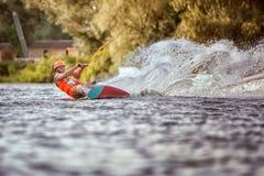 Человек едет wakeboarding Стоковое Фото