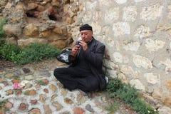 Человек играя zurna стоковое фото