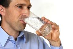человек испытывающий жажду стоковая фотография rf