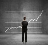 Человек и диаграмма роста Стоковые Изображения