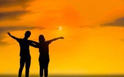 Человек и женщина в влюбленности Фото силуэта Стоковые Фото