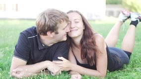 Человек и женщина лежат на траве видеоматериал