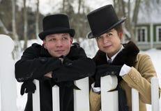 Человек и женщина стоят за деревянной загородкой Стоковая Фотография