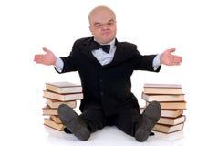 человек карлика книг маленький стоковое фото