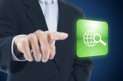 человек кнопки отжимая сенсорный экран Стоковая Фотография RF