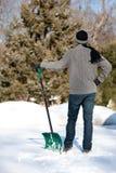 человек копая снежок Стоковые Фотографии RF