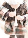 Человек кормушки орнамента рождества Handmade играя рожок Стоковые Фотографии RF