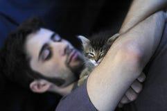 человек котенка Стоковое Изображение RF
