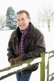 человек ландшафта вне старшего положения снежка Стоковые Фотографии RF