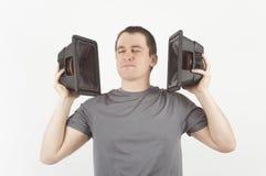 Человек наслаждаясь музыкой от громкоговорителя Стоковые Изображения RF