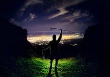 Человек на ноче в горе стоковая фотография rf