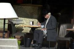 Человек на террасе бара в Севилье 56 стоковые изображения rf