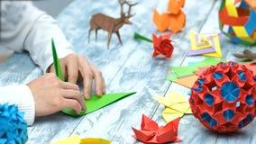 Человек на уроке складчатости origami стоковая фотография rf