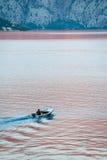 человек одно шлюпки залива Стоковое Фото