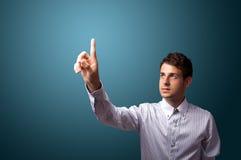 Человек отжимая мнимую кнопку на bokeh Стоковые Фото