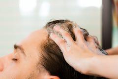 человек парикмахера Стоковое фото RF