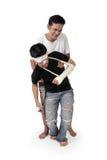 Человек поднимает жертву аварии от позади стоковые фотографии rf