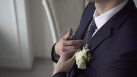 Человек портрета носит куртку медленный mo видеоматериал