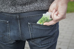 Человек принимая форме денег его карманн Стоковое Фото