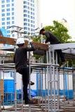 Человек рабочий-строителя трудовой в строительной площадке стоковое фото rf