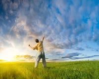 человек руки поднимая вверх Стоковые Изображения RF